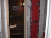 Pohled do finské sauny přes dveře